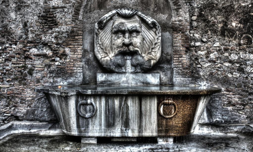 Фонтан из Римкой ванны