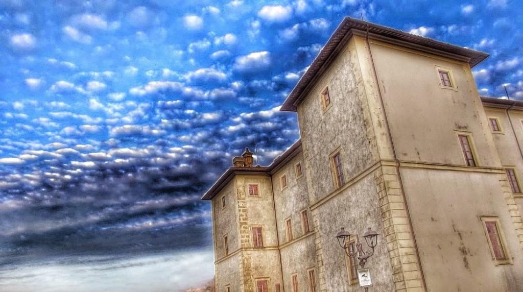 Замок Киджи в Аричче