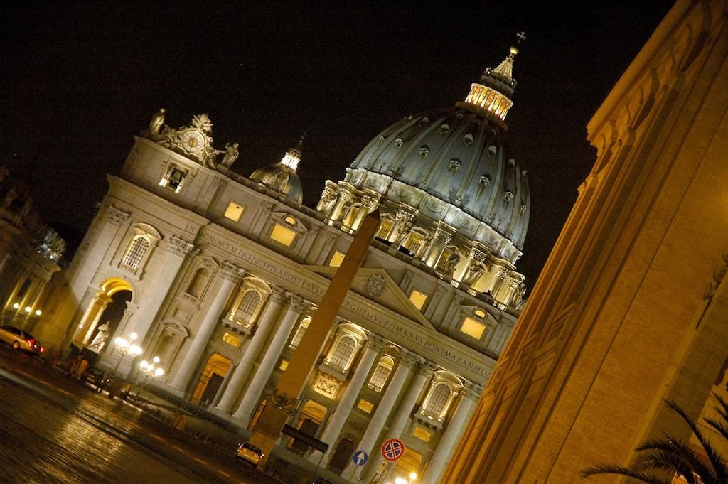 Собор Святого Петра вечером